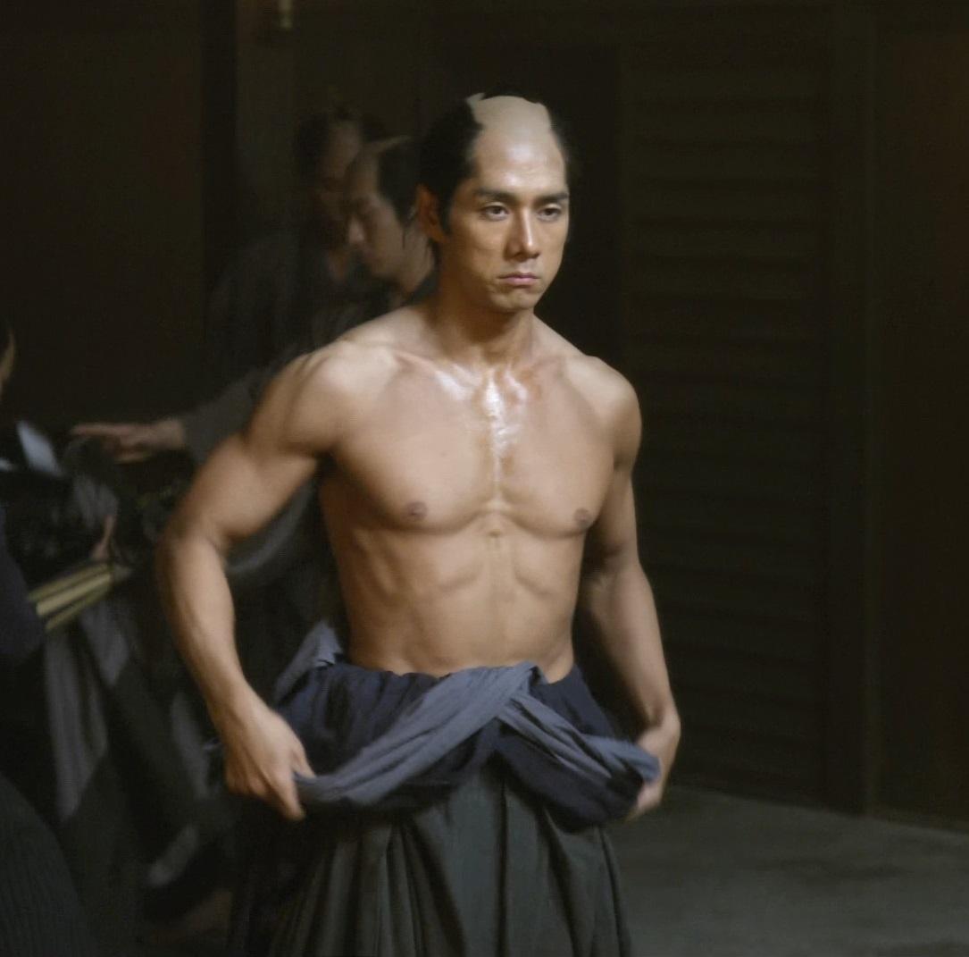西島秀俊 鼻 変 曲がってる プロテーゼ 筋肉 トレーニング方法 ディーンフジオカ