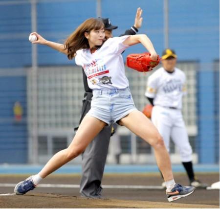 稲村亜美 大学 抜いた 神スイング 始球式 2016 太もも
