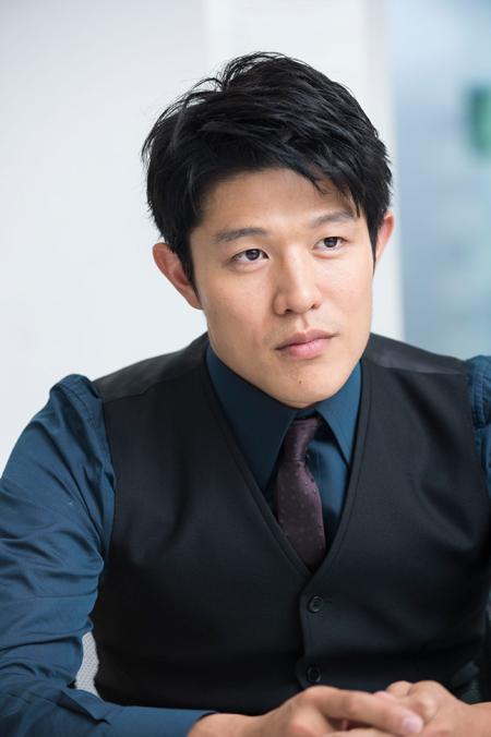 鈴木亮平,嫁 画像,結婚,アスペルガー,英語 動画